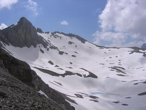 Foto: Andreas Koller / Wandertour / Die Eselstein - Runde (2667 m) / Im Kessel unterhalb der Scheichenspitze / 23.04.2007 14:11:08