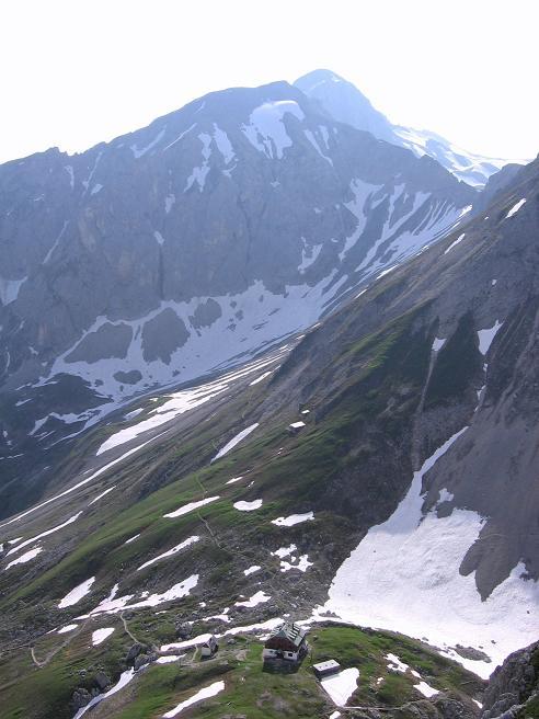 Foto: Andreas Koller / Wander Tour / Die Eselstein - Runde (2667 m) / Blick vom Sinabell auf das Guttenberghaus / 23.04.2007 14:07:09