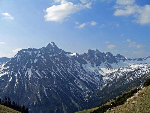 Foto: vince 51 / Wander Tour / Vom Neunerkopf zur Landsberger Hütte / Lailachspitze und Luchsköpfe von der Strindenscharte aus gesehen / 30.04.2007 22:09:36