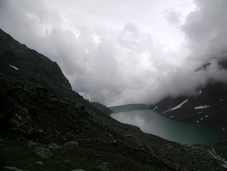 Foto: Andreas Koller / Wander Tour / Hintere Eggenspitze - auf den höchsten Gipfel über dem Ultental (3443 m) / Gewitterstimmung bei der Höchster Hütte / 26.04.2007 22:07:35