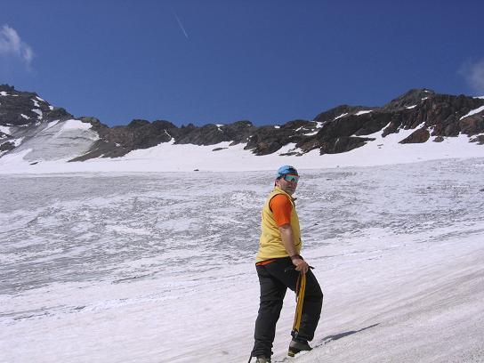 Foto: Andreas Koller / Wander Tour / Hintere Eggenspitze - auf den höchsten Gipfel über dem Ultental (3443 m) / Am Weißbrunnerferner / 26.04.2007 22:09:36
