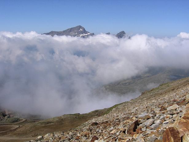 Foto: Andreas Koller / Wander Tour / In den südliche Walliser Alpen auf die Ludwigshöhe (4341 m) / Hüttenanstieg zum Rifugio Gnifetti / 25.04.2007 19:39:52