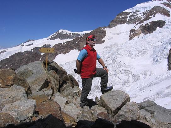 Foto: Andreas Koller / Wander Tour / In den südliche Walliser Alpen auf die Ludwigshöhe (4341 m) / Beim Rifugio Gnifetti / 25.04.2007 19:39:32