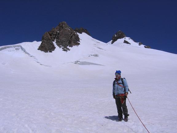 Foto: Andreas Koller / Wander Tour / In den südliche Walliser Alpen auf die Ludwigshöhe (4341 m) / Vor dem Balmenhorn und Schwarzhorn (Corno Nero, 4321 m) in Hintergrund / 25.04.2007 19:38:02