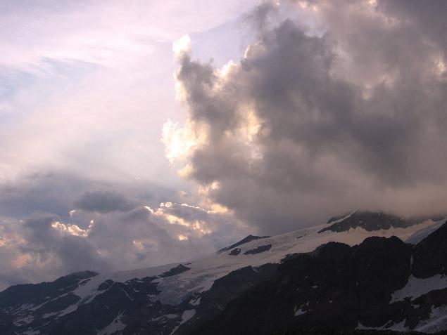 Foto: Andreas Koller / Wander Tour / In den südliche Walliser Alpen auf die Ludwigshöhe (4341 m) / Gwitterstimmung in den Walliser Alpen / 25.04.2007 19:36:32