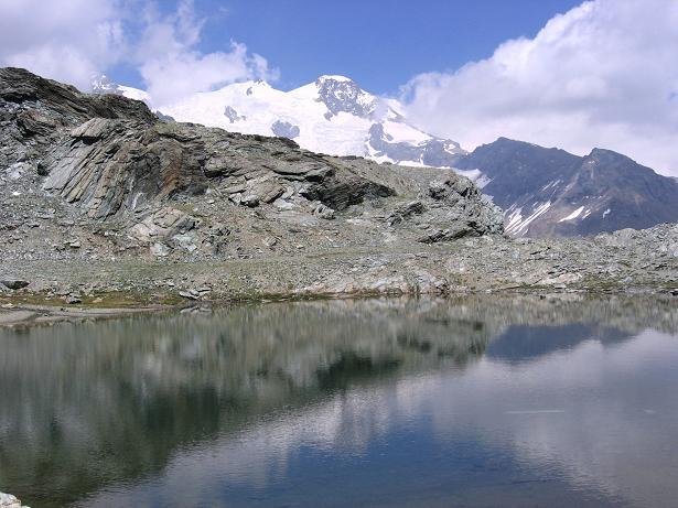 Foto: Andreas Koller / Wander Tour / Aus dem Val di Gressoney auf den Lyskamm West (4480 m) / Die Pramide Vincent (4215 m) / 25.04.2007 19:12:58