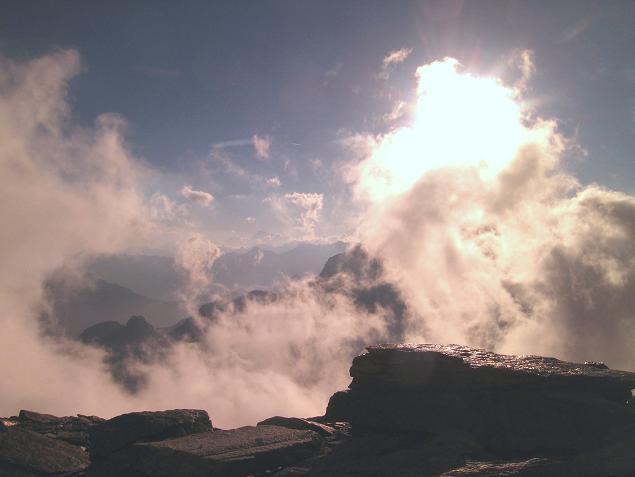 Foto: Andreas Koller / Wander Tour / Aus dem Val di Gressoney auf den Lyskamm West (4480 m) / Blick von der Hütte nach SW / 25.04.2007 19:06:42
