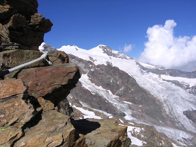 Foto: Andreas Koller / Wander Tour / Aus dem Val di Gressoney auf den Lyskamm West (4480 m) / Der gesicherte Anstieg zum Rifugio Quintino Sella / 25.04.2007 19:10:40