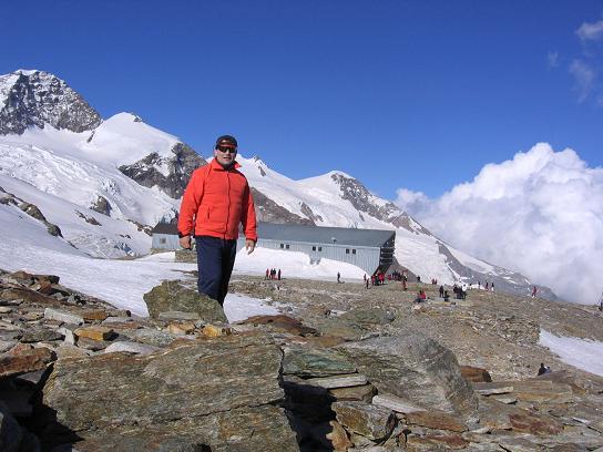 Foto: Andreas Koller / Wander Tour / Aus dem Val di Gressoney auf den Lyskamm West (4480 m) / Das Rifugio Quintino Sella / 25.04.2007 19:08:15