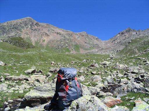 Foto: Andreas Koller / Wander Tour / Über den Rotpleiskopf (2936 m) / Rast im Kübelkar / 24.04.2007 12:34:58