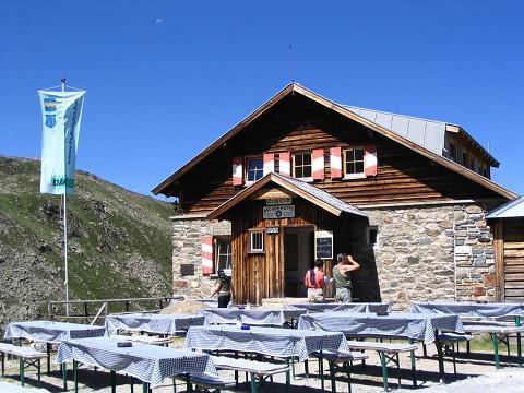Foto: Andreas Koller / Wander Tour / Über den Rotpleiskopf (2936 m) / Die gemütliche Aschre Hütte / 24.04.2007 12:32:31