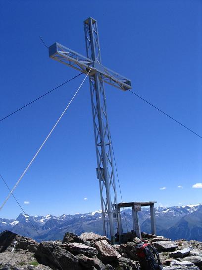 Foto: Andreas Koller / Wander Tour / Über den Rotpleiskopf (2936 m) / Gipfelkreuz am Rotpleiskopf / 24.04.2007 12:33:55