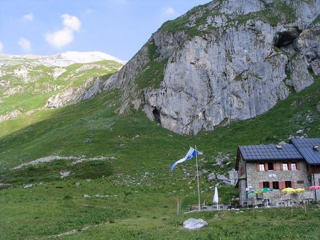 Foto: Andreas Koller / Wander Tour / Vom Spullersee auf den Spuller Schafberg (2679 m) / Die Ravensburger Hütte / 24.04.2007 12:55:29