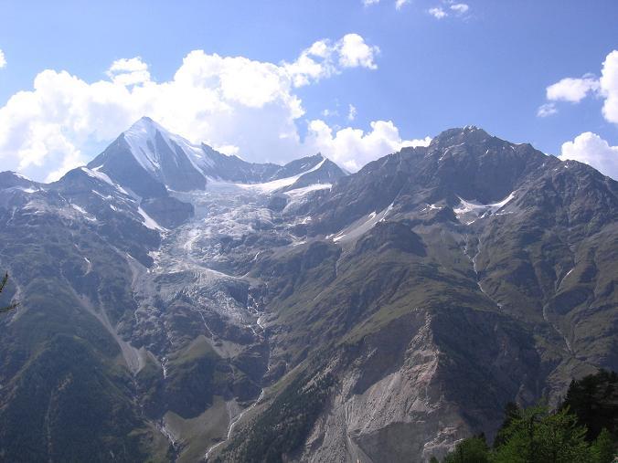 Foto: Andreas Koller / Wander Tour / Der Dom - auf das Dach der Schweiz (4545 m) / Blick von der Europahütte auf das Weißhorn (4505 m) / 04.05.2007 22:43:34