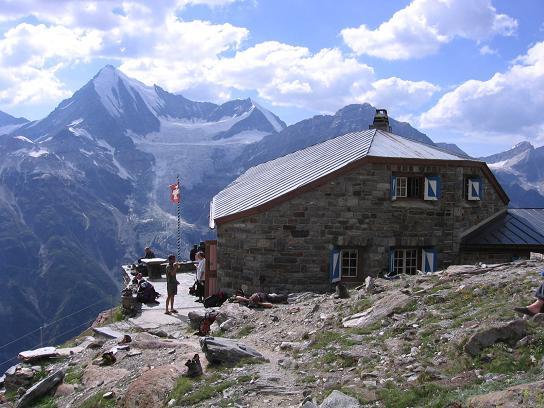 Foto: Andreas Koller / Wander Tour / Der Dom - auf das Dach der Schweiz (4545 m) / Domhütte und Weißhorn (4505 m) / 04.05.2007 22:47:56