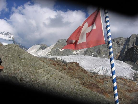 Foto: Andreas Koller / Wander Tour / Der Dom - auf das Dach der Schweiz (4545 m) / Blick von der Domhütte auf den Festigletscher / 04.05.2007 22:48:18