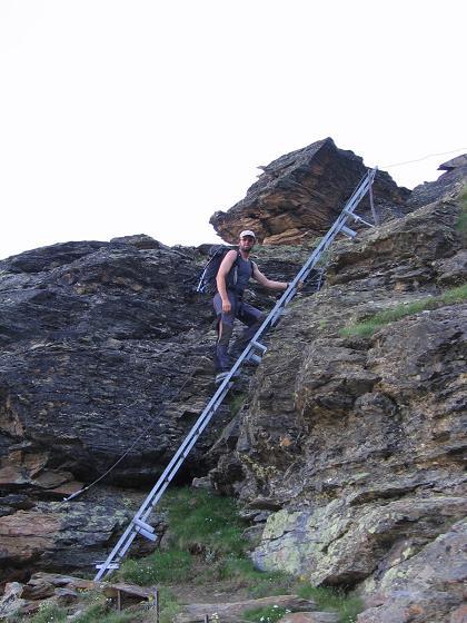 Foto: Andreas Koller / Wander Tour / Der Dom - auf das Dach der Schweiz (4545 m) / Klettersteigähnlicher Anstieg zur Domhütte / 04.05.2007 22:43:07