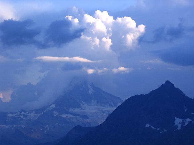Foto: Andreas Koller / Wander Tour / Der Dom - auf das Dach der Schweiz (4545 m) / Gewitterstimmung über dem Matterhorn (4478 m) / 04.05.2007 22:44:06