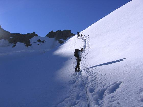 Foto: Andreas Koller / Wander Tour / Der Dom - auf das Dach der Schweiz (4545 m) / Steiler Abschnitt am Hohberggletscher / 04.05.2007 22:45:18