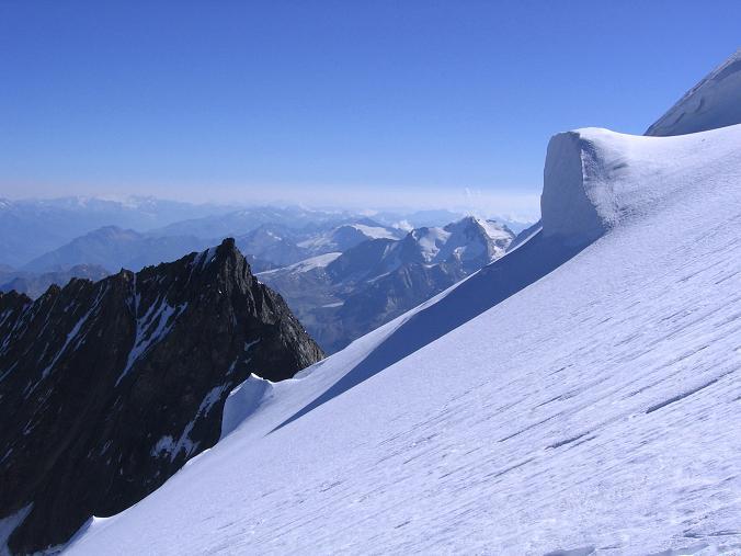 Foto: Andreas Koller / Wander Tour / Der Dom - auf das Dach der Schweiz (4545 m) / Vom Hohberggletscher über den Nadelgrat / 04.05.2007 22:46:02