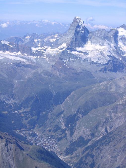 Foto: Andreas Koller / Wander Tour / Der Dom - auf das Dach der Schweiz (4545 m) / Matterhorn (4478 m) und Zermatt im Tal / 04.05.2007 22:46:43