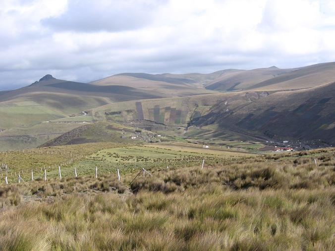 Foto: Andreas Koller / Wander Tour / Wandertour in große Höhen im Chimborazo-Massiv (4463 m) / Die Hochebene südlich des Chimborazo / 11.05.2007 01:01:32
