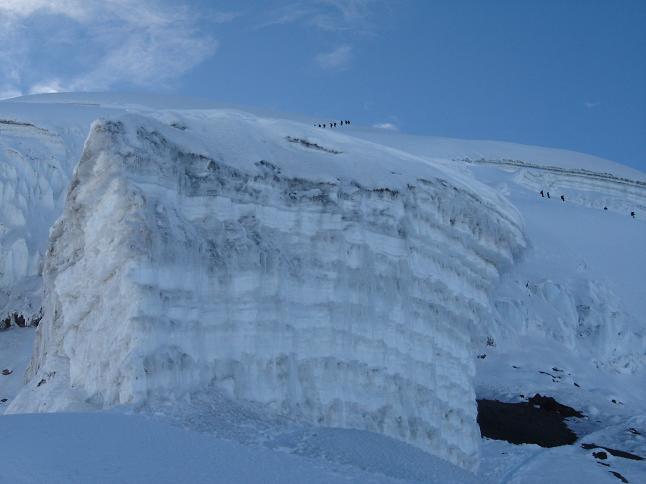 Foto: Andreas Koller / Wander Tour / Cotopaxi (5897 m) / Mächtiger Schneekolk in ca. 5600 m / 22.04.2007 20:43:03