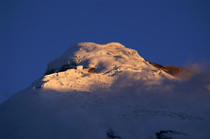 Foto: Andreas Koller / Wander Tour / Cotopaxi (5897 m) / Der Cotopaxi in der morgendlichen Sonne / 09.04.2007 21:51:15