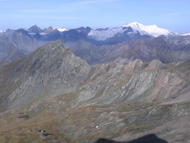 Foto: Andreas Koller / Wandertour / Ins Herz der Granatspitzgruppe (3232 m) / Blick über die Sudetendeutsche Hütte zum Großvenediger (3674 m) / 09.05.2007 00:29:40