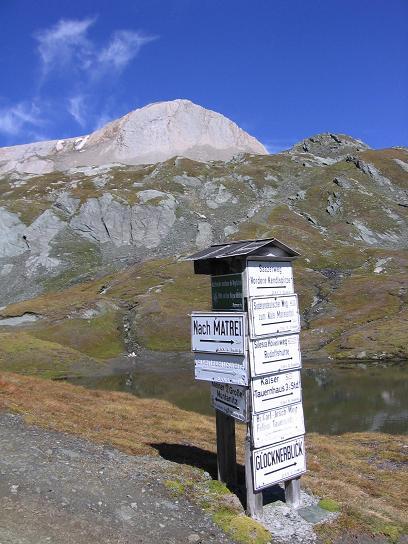 Foto: Andreas Koller / Wandertour / Ins Herz der Granatspitzgruppe (3232 m) / Wegweiser bei der Sudetendeutschen Hütte / 09.05.2007 00:34:45