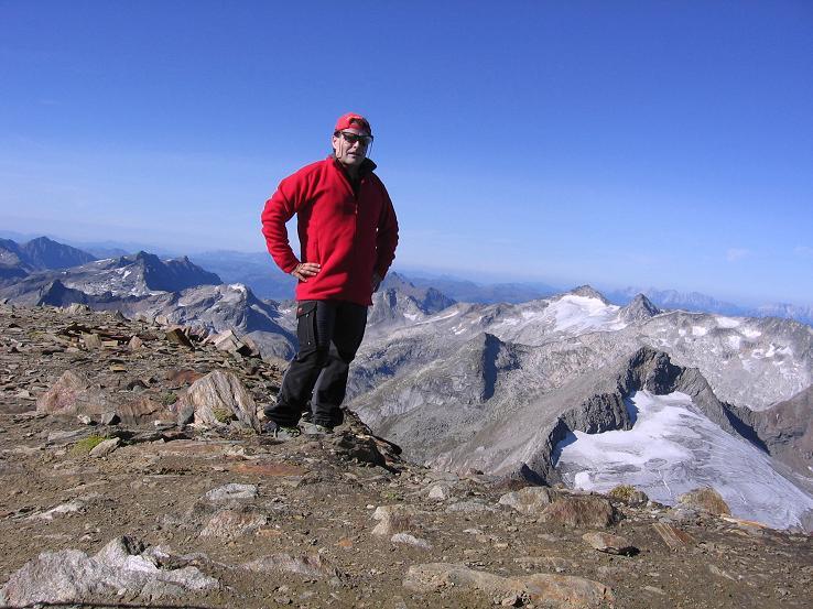 Foto: Andreas Koller / Wandertour / Ins Herz der Granatspitzgruppe (3232 m) / Am Muntanitz-Gipfel mit Stubacher Sonnblick (3086 m) / 09.05.2007 00:40:17