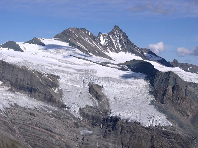Foto: Andreas Koller / Wandertour / Ins Herz der Granatspitzgruppe (3232 m) / Groglockner (3798 m) vom Großen Muntanitz / 09.05.2007 00:42:03