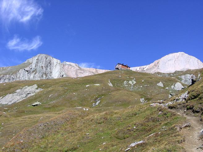 Foto: Andreas Koller / Wandertour / Ins Herz der Granatspitzgruppe (3232 m) / Sudetendeutsche Hütte gegen Wellachköpfe / 09.05.2007 00:34:24