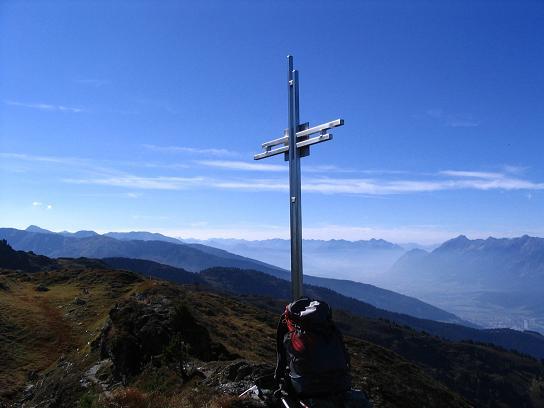 Foto: Andreas Koller / Wander Tour / Vom Loassattel auf den Gilfert (2506 m) / Gipfelkreuz am Großen Gamsstein / 05.05.2007 18:36:47