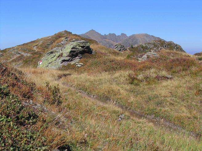 Foto: Andreas Koller / Wander Tour / Vom Loassattel auf den Gilfert (2506 m) / Blick vom Anstiegsweg auf das Kellerjoch / 05.05.2007 18:37:08