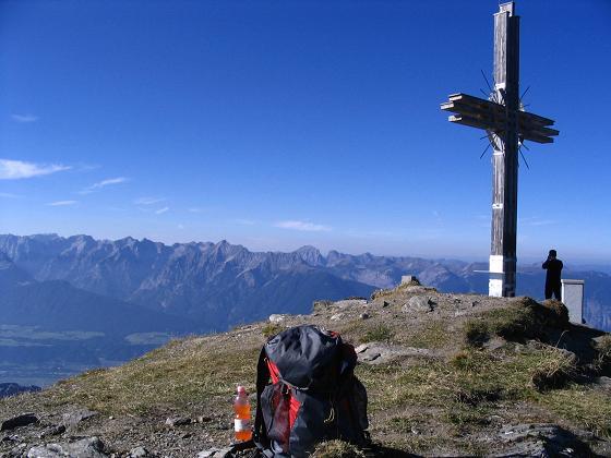 Foto: Andreas Koller / Wander Tour / Vom Loassattel auf den Gilfert (2506 m) / Vom Kreuz Blick ins Inntal / 05.05.2007 18:37:45