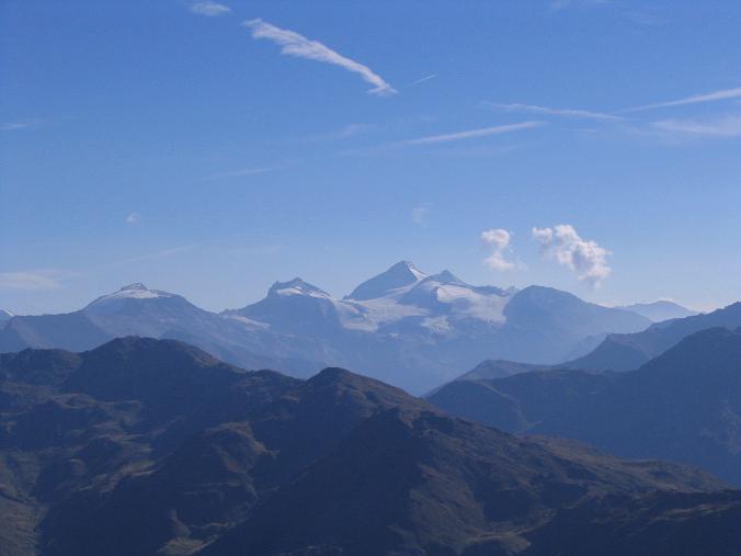 Foto: Andreas Koller / Wander Tour / Vom Loassattel auf den Gilfert (2506 m) / Im S die Tuxeralpen um den Olperer (3474 m) / 05.05.2007 18:38:06