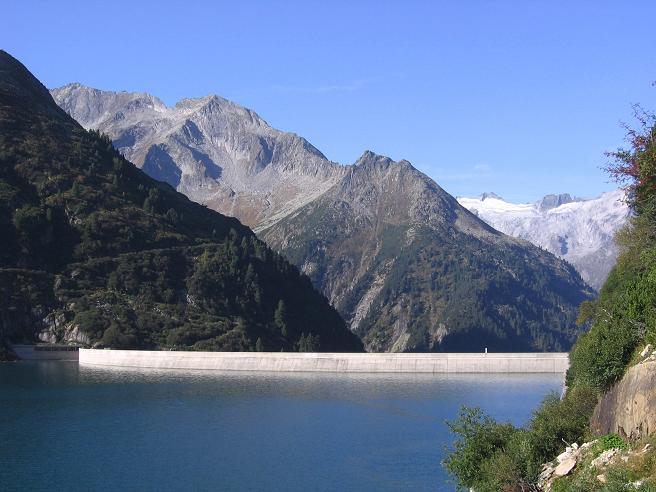 Foto: Andreas Koller / Wander Tour / Auf die Zillerplattenspitze (3148 m) / Speicher Zillergründl mit Staumauer / 07.05.2007 22:08:19