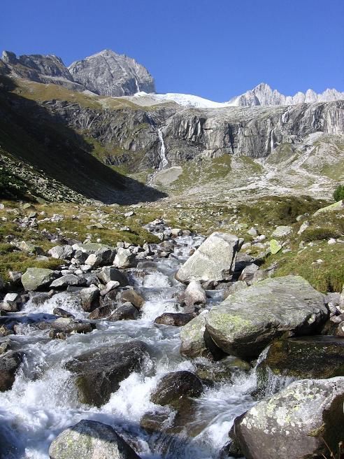 Foto: Andreas Koller / Wander Tour / Auf die Zillerplattenspitze (3148 m) / Abstieg von der Plauener Hütte / 07.05.2007 22:14:32