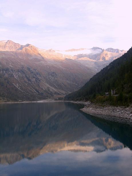 Foto: Andreas Koller / Wander Tour / Vom Neves-Stausee auf den Großen Möseler (3480 m) / Neves-Stausee gegen Möselergruppe / 06.05.2007 22:48:15