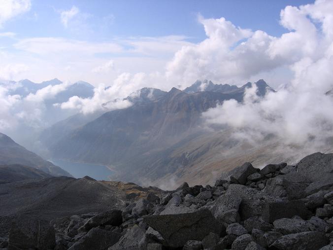 Foto: Andreas Koller / Wander Tour / Vom Neves-Stausee auf den Großen Möseler (3480 m) / Blick von hoher Warte auf den Neves-Stausee / 06.05.2007 22:45:06