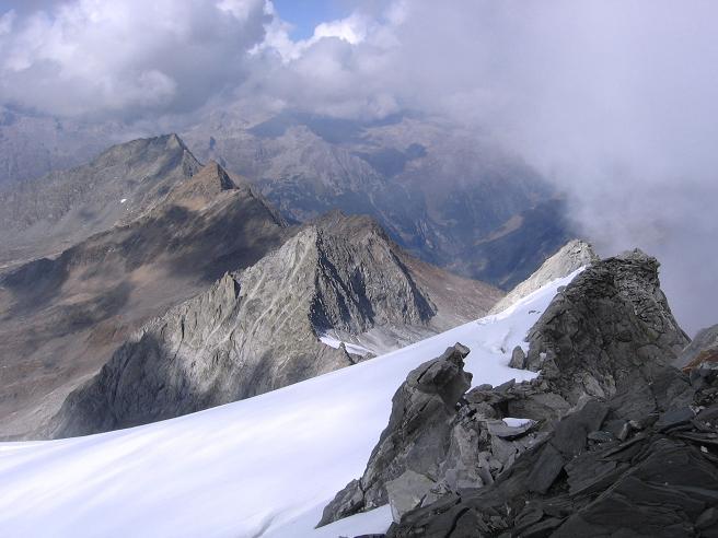 Foto: Andreas Koller / Wander Tour / Vom Neves-Stausee auf den Großen Möseler (3480 m) / Das Schlegeiskees im N / 06.05.2007 22:44:30