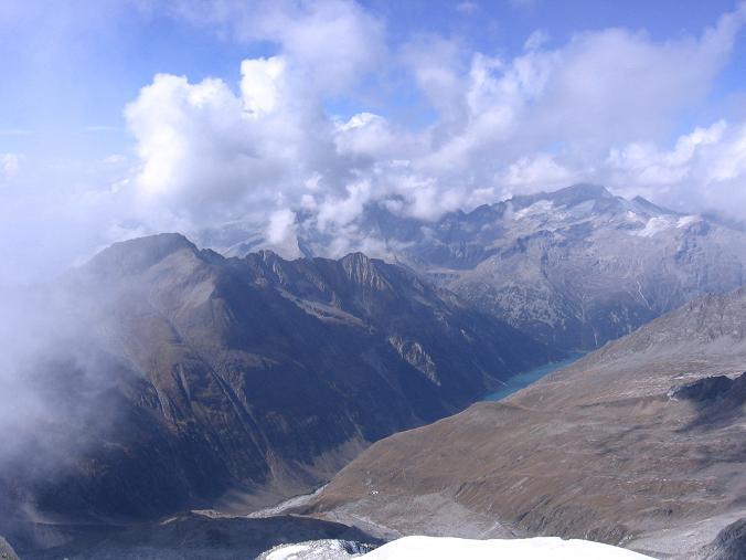 Foto: Andreas Koller / Wander Tour / Vom Neves-Stausee auf den Großen Möseler (3480 m) / Blick ins nördliche Zillertal  / 06.05.2007 22:44:11