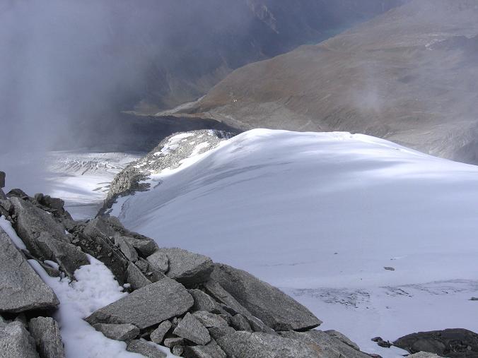 Foto: Andreas Koller / Wander Tour / Vom Neves-Stausee auf den Großen Möseler (3480 m) / Blich nach N auf das Schlegeiskees / 06.05.2007 22:43:24