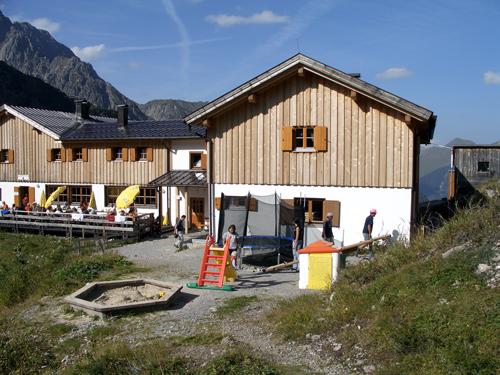 Foto: vince 51 / Wander Tour / Von Boden auf die Kogelseespitze / Hanauer Hütte, Kinderspielplatz / 29.12.2006 22:20:24