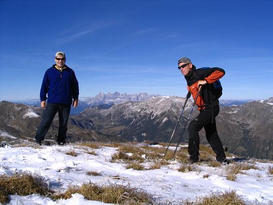 Foto: Andreas Koller / Wander Tour / Aus dem Weißpriachtal auf Gurpitscheck und Gollitschspitze (2526 m) / Rast mit Dachsteinblick / 06.05.2007 15:39:21