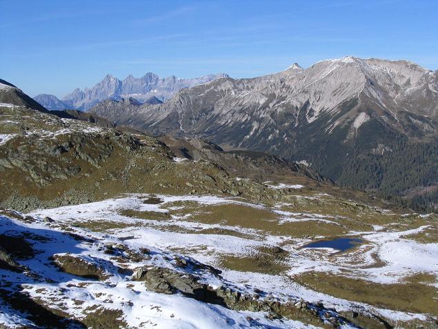 Foto: Andreas Koller / Wander Tour / Aus dem Weißpriachtal auf Gurpitscheck und Gollitschspitze (2526 m) / Blick zum Dachstein / 06.05.2007 15:39:51