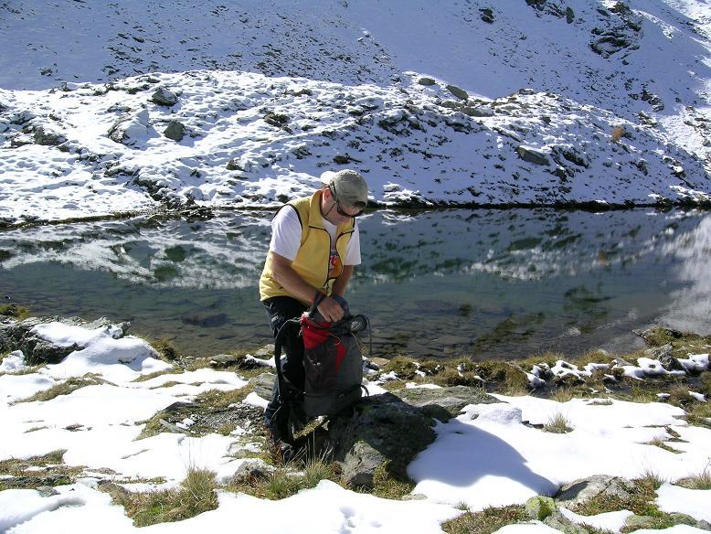 Foto: Andreas Koller / Wander Tour / Aus dem Weißpriachtal auf Gurpitscheck und Gollitschspitze (2526 m) / Rast am Oberen Schönalmsee / 06.05.2007 15:37:27