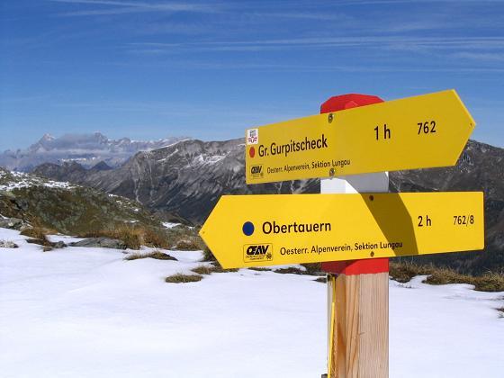 Foto: Andreas Koller / Wander Tour / Aus dem Weißpriachtal auf Gurpitscheck und Gollitschspitze (2526 m) / Wegweiser in der Scharte / 06.05.2007 15:37:44
