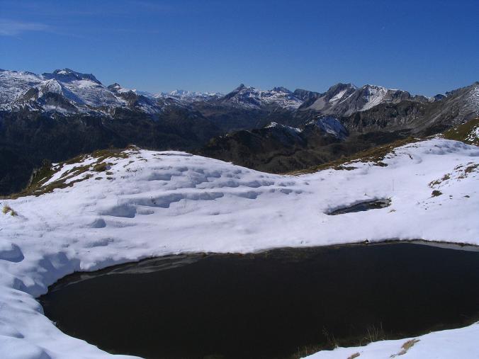 Foto: Andreas Koller / Wander Tour / Aus dem Weißpriachtal auf Gurpitscheck und Gollitschspitze (2526 m) / Der Twenger Alm See mit Blick nach N / 06.05.2007 15:38:04